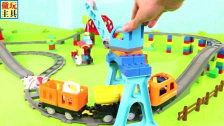 给力的挖掘机和消防车玩具