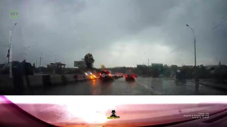 新西伯利亚:倒霉轿车被闪电连劈两次