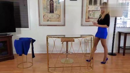 为了穿这双蓝色高跟鞋,美女换了三身衣服,到底哪一身更配呢?
