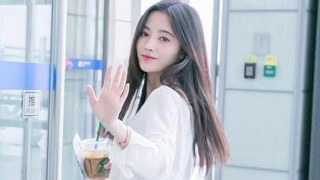 鞠婧祎出席活动名字被粉丝叫错,当场用小奶声纠正,网友:好可爱