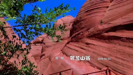 丹霞奇景波浪谷 蓝天绿草红山崖 陕西靖边