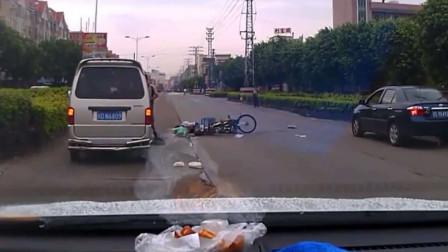 小伙碰瓷面包车,本以为计划的天衣无缝,不料司机没看见,直接撞过去!