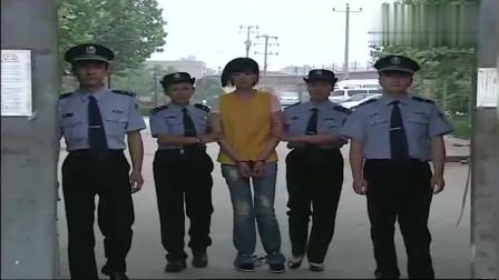 女罪犯戴上手铐脚铐,走出监狱大门