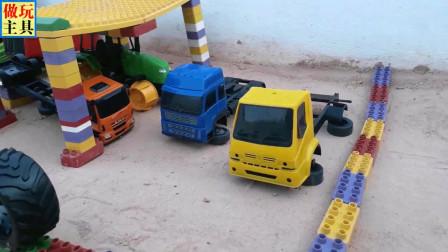 运输轮胎的卡车真棒,罐车也不错哦