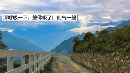 浮云牧场 | 天光透过云层,高山村落在云中,人间最美是秋分