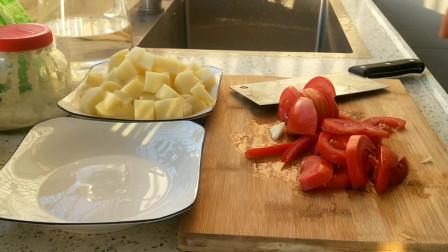 土豆和西红柿一起做,原来这么好吃,我家隔三差五吃,比吃肉还香