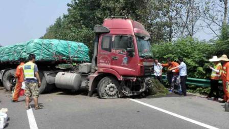 女司机高速斗气,不满货车占道,恶意别车导致货车侧翻,一脚油门溜了!
