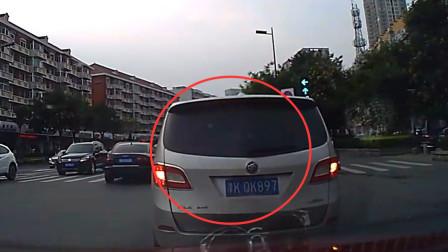 该!GL8以为女司机好欺负,强行加塞,恶意别车挑衅,女司机一招老实了!