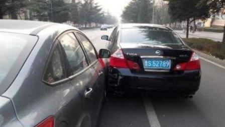 自找的!老司机忍了两次,捷达还是强行加塞别车,惹急老司机撞翻你!
