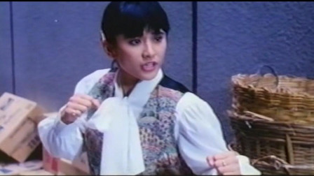 香港黑帮电影:几个古惑仔想对女子动手,可惜对方不简单!
