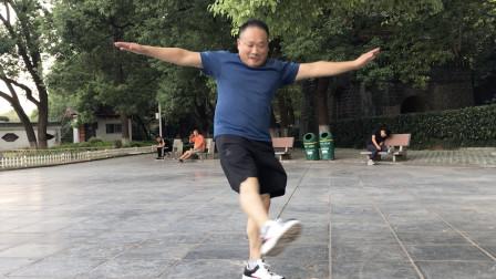 厉害了!56岁大叔跳鬼步舞,刚学习18天,这舞步是要起飞的节奏