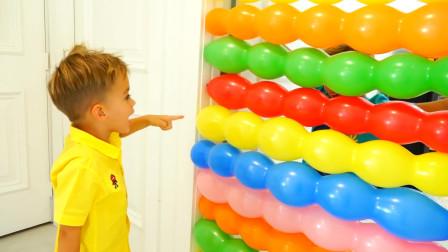萌娃小可爱用气球挡住了房间的出口,小家伙可真顽皮呢!—萌娃:知道我的厉害了吧!