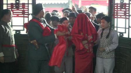儿子大婚当日,母亲咳出血,为了不让儿子担心偷偷把手帕藏起来