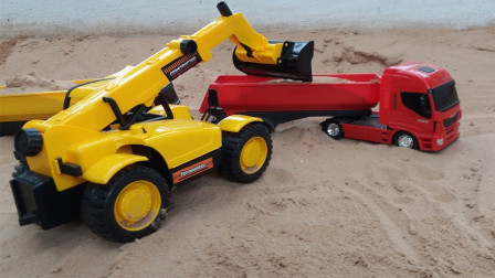 小推土机和挖掘机在干活,集装箱汽车玩具