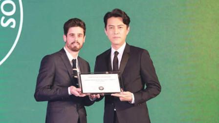 原来靳东不仅仅只是演员,真实身份曝光,网友:隐藏的好深!