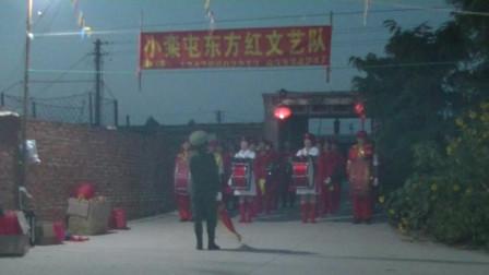小栾屯东方红文艺队军鼓分列式表演