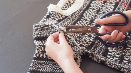 旧毛衣不穿了?袖子剪下来穿1根松紧带,成品太好看