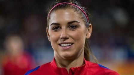 美国女足联赛中的一记倒挂金钩!真是赏心悦目!