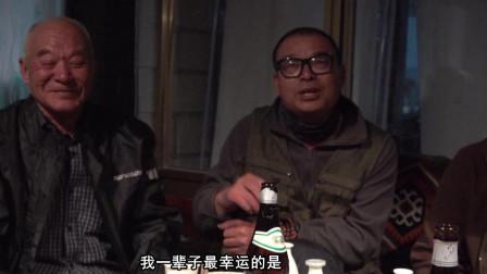 江苏78岁老爷子和儿子骑摩托车抵达拉萨,酒过三旬做诗一首!