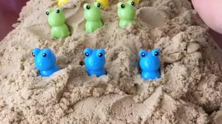 少儿益智亲子玩具:好神奇的土,把乔治和小青蛙种进去后,长出了好多小乔治和小青蛙,小朋友你们想种什么呢?