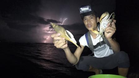 阿强雷暴天赶海遍地是货,两百一斤的管角螺都能遇见,血螺抓到爆