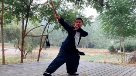 一箫一剑平生意,仗剑天涯恣意江湖梦。黄山老师以箫作剑演练武当剑法!
