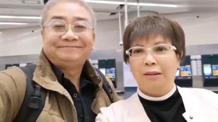 香港老夫妻游大陆:19分钟就到深圳了,感叹高铁站好宏伟