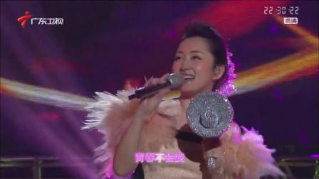 不老女神杨钰莹,甜美演绎《等你一万年》,画面温馨优美!