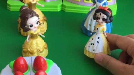 亲子小游戏:贝儿嘲笑白雪的生日蛋糕