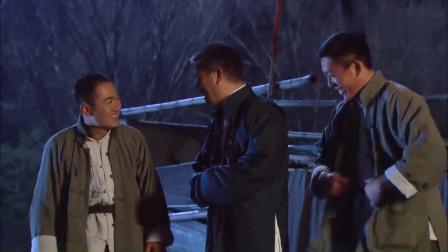 三个流氓绑架姑娘,抬到江边打开麻袋一看,顿时就看傻眼