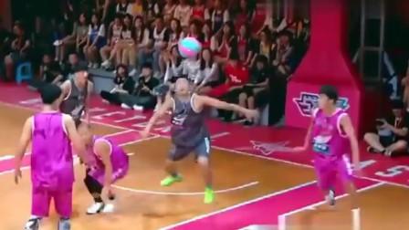 这就是灌篮2:曹芳果然厉害,直接跳起干拔三分球,全场欢呼沸腾,这球可以!