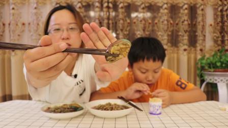 """试吃""""麻辣鲍鱼和海瓜子"""",吃了海瓜子,小轩连最爱的鲍鱼都不看"""
