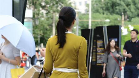 街拍成熟的女性浑身上下散发着女人味,好喜欢!