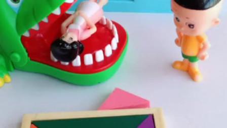 亲子小游戏:七巧板片刻一块,大头儿子怎么办呢