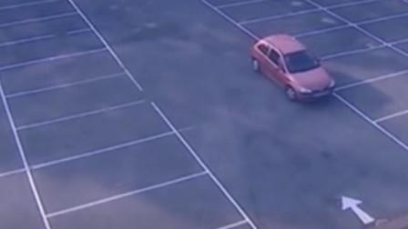 最牛女司机!女司机停车场炫车技,50个空位停了30分钟,硬是都没停进去!