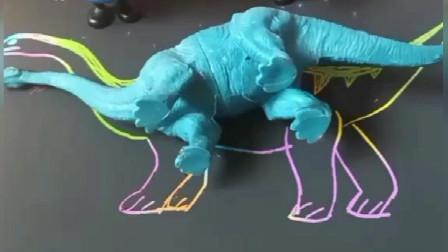 少儿益智亲子玩具:小猪乔治想要一只可以骑的恐龙,看看小猪佩奇是怎么变出来的,小朋友你们想要吗?