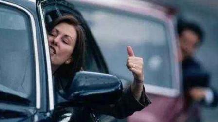 女司机高傲炫技,嘲笑洗车男不会漂移,不想人家一挂挡,分分钟被大脸!