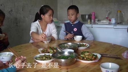 这才是四川蒜苗回锅肉的家常做法,吃上一口,回味无穷