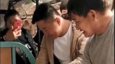 """""""大衣哥""""朱之文,为何再被道德绑架,病人躺着被人送到他家求救"""