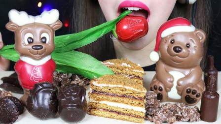 小姐姐吃创意的巧克力,可爱的造型,大口吃得香甜可口