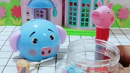 宝宝喜欢玩玩具:佩奇一个也吃不完啊