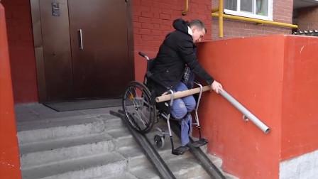 残疾人到底有多痛苦?国外小哥亲测,喝口水都跌跌撞撞