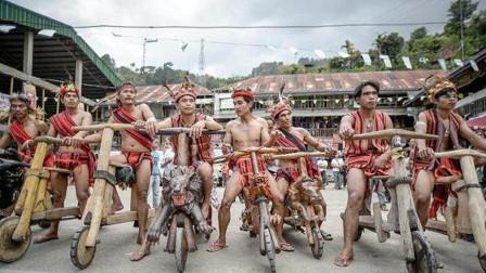 菲律宾摩托车比赛,没有油箱刹车,你敢尝试么?