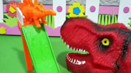 小鳄鱼在玩,爸爸叫他回家洗澡,小鳄鱼真听话