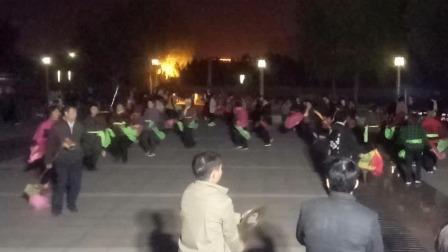 临邑老年秧歌队,明德广场闹出新花样。