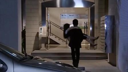丈夫不在家,女总竟司机小伙抱她上楼,好戏开始