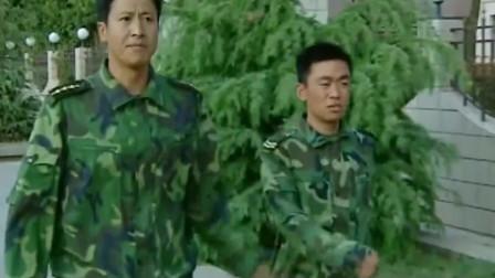 士兵突击:连队都没了,许三多还遵守规定,班长既无奈又不能说什么