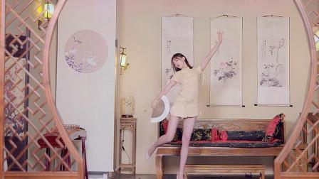 美女扇子舞版《芒种》,动作俏皮又妖娆,超喜欢这个版本的舞蹈