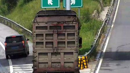 女司机高速任性开车,高速强行并线横着跑,大货车司机:惯得你毛病吧!