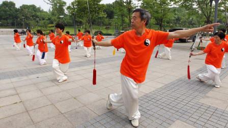 看日本老人退休后的生活,再看中国老人!国人:这怎么比!
